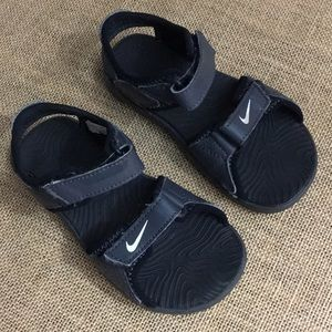 Nike toddler sandals size 8 in black